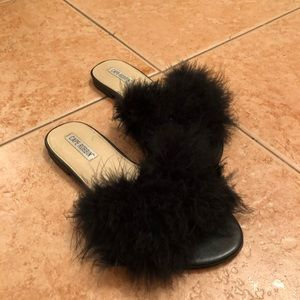 Cape Robbin Fuzzy Sandals